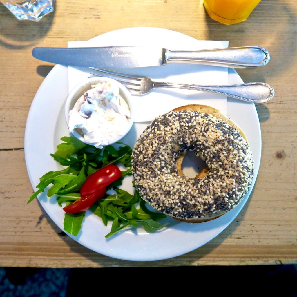 Breakfast Bagel at Aunt Benny Berlin