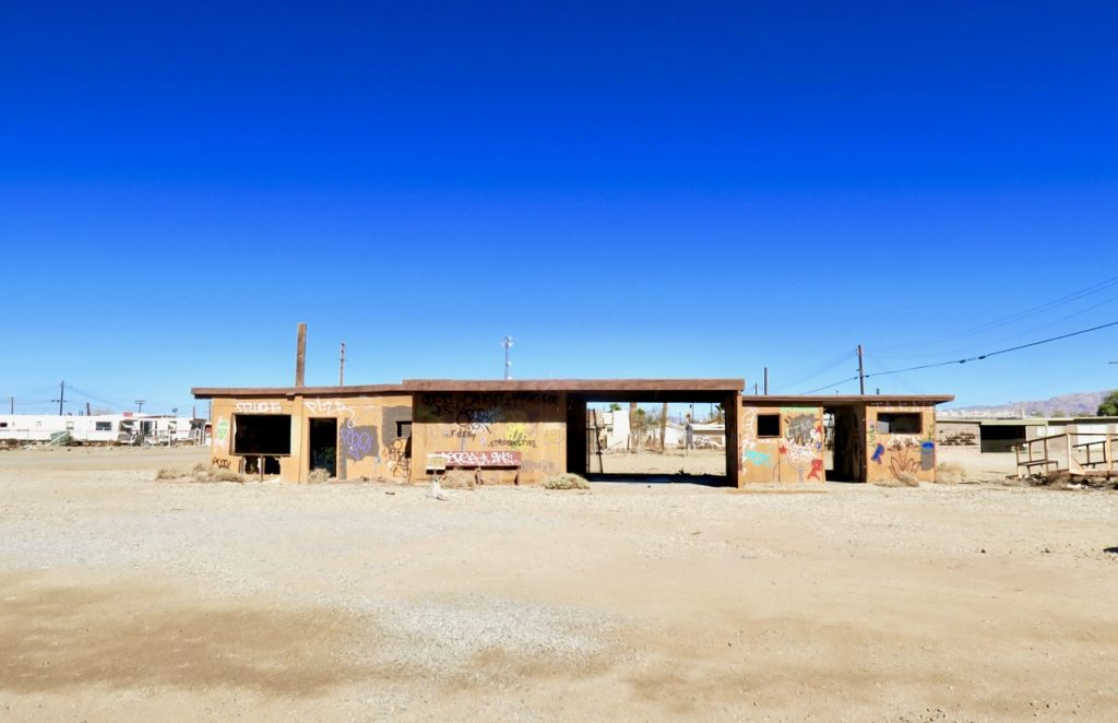 Salton Sea abandoned shelter