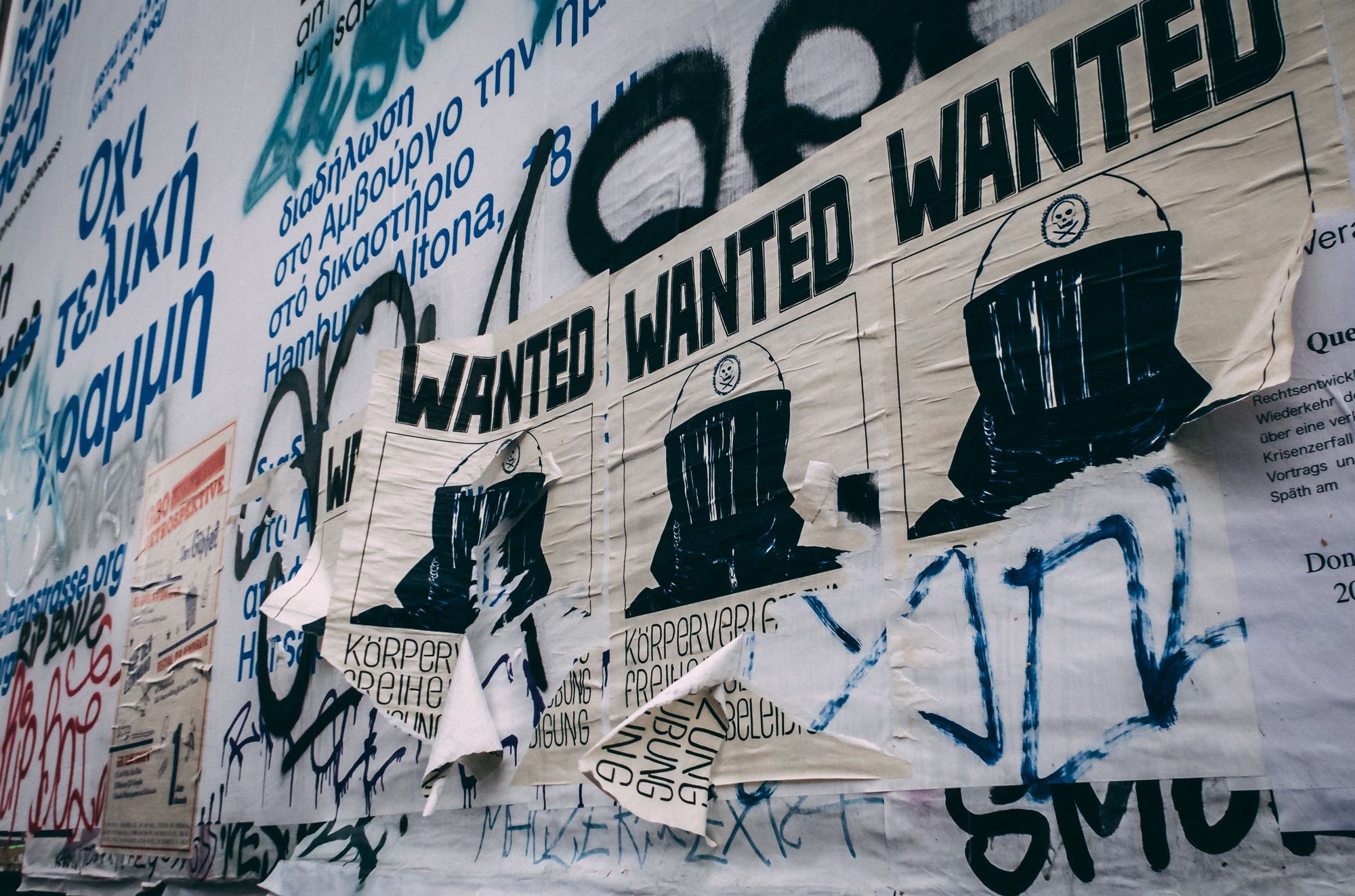 wanted posters rote flora